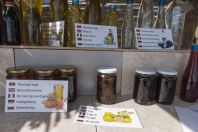 Sales of honey, Livari