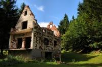 Vyhořelý dům u Gračanice