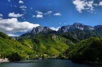 Gabrovická přehrada pod Prenj planinou.