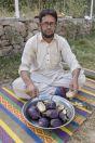 Muž a lilek, údolí Chitral