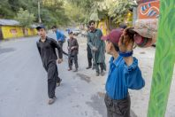 Lidé ve vesnici Paras