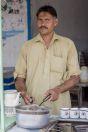 Muž připravující kávu, Khushāb