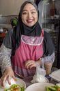 Dívka v kuchyni, Kuching