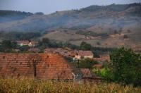 Ranní opar nad vesnicí