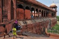 Život kolem mešity v Dílí
