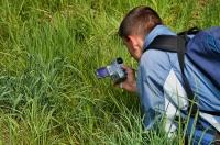 Dalibor Sobík natáčející pestrokřídlece.